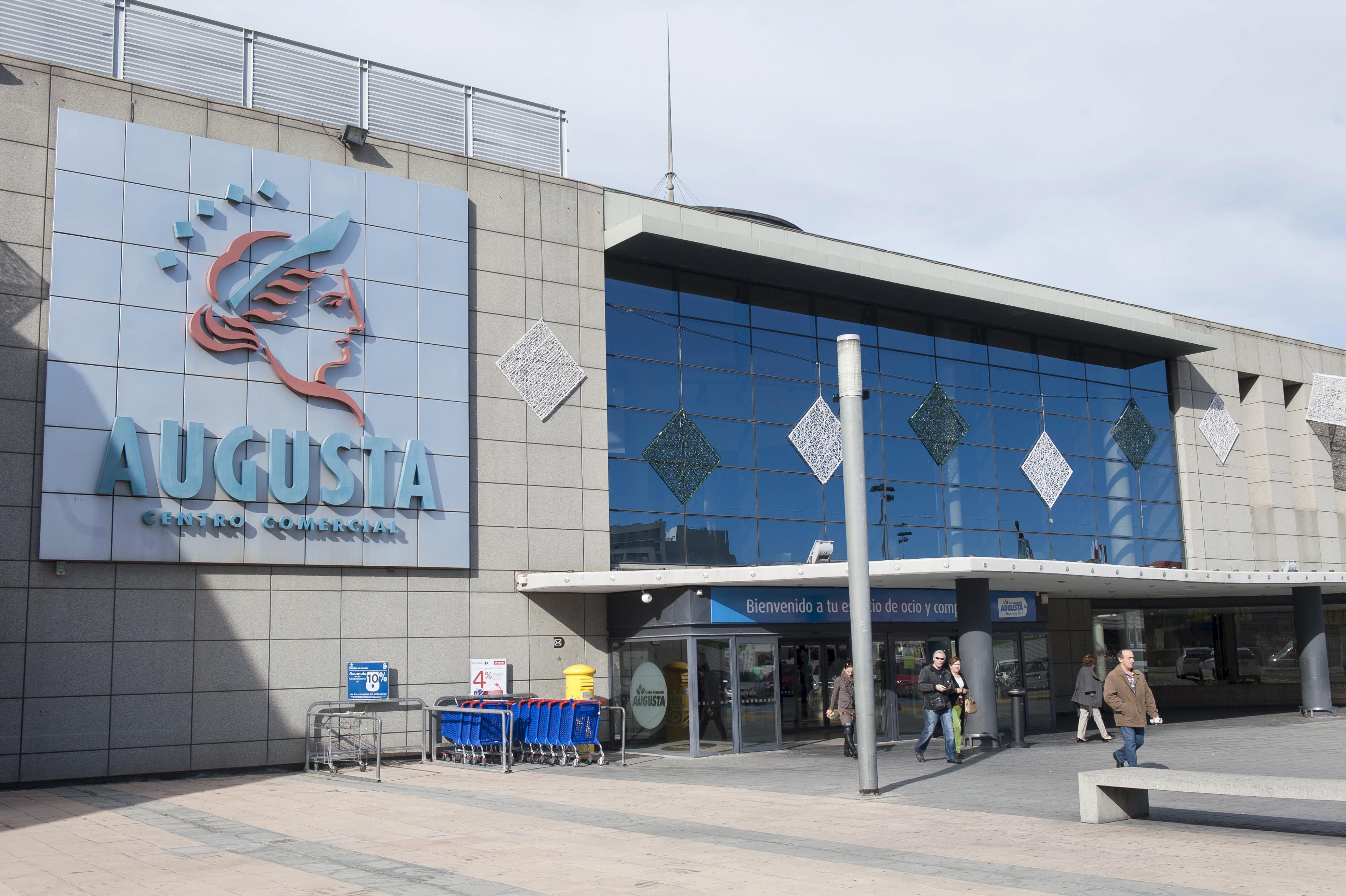 CIERRE DE LOCALES EN EL CENTRO COMERCIAL AUGUSTA / 13-11-2013 / FOTO: